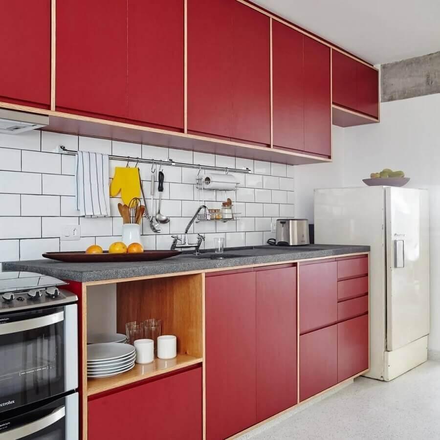 decoração simples para cozinha vermelha e branca  Foto Iná Arquitetura