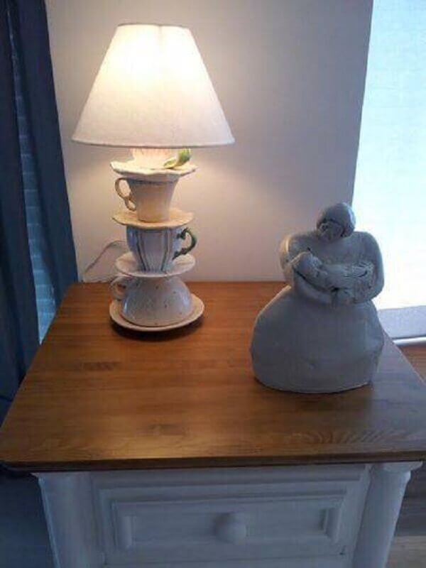 modelo de abajur com base de xícaras