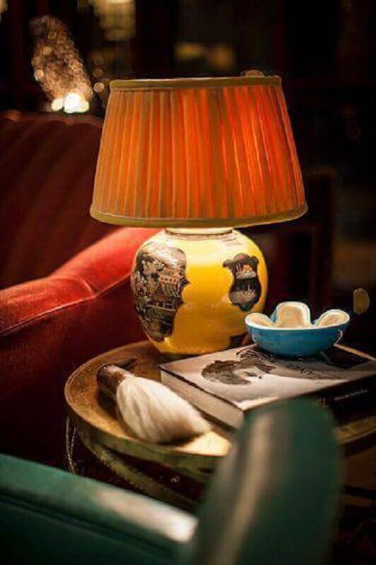 modelo de abajur para mesa de canto na sala