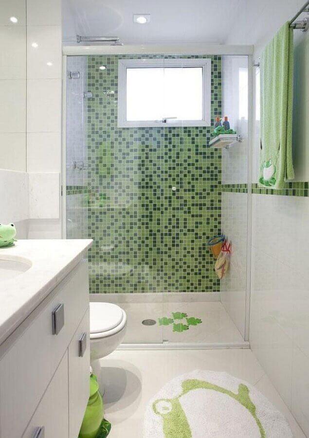 pastilha de vidro para banheiro branco e verde  Foto Deborah Basso Arquitetura