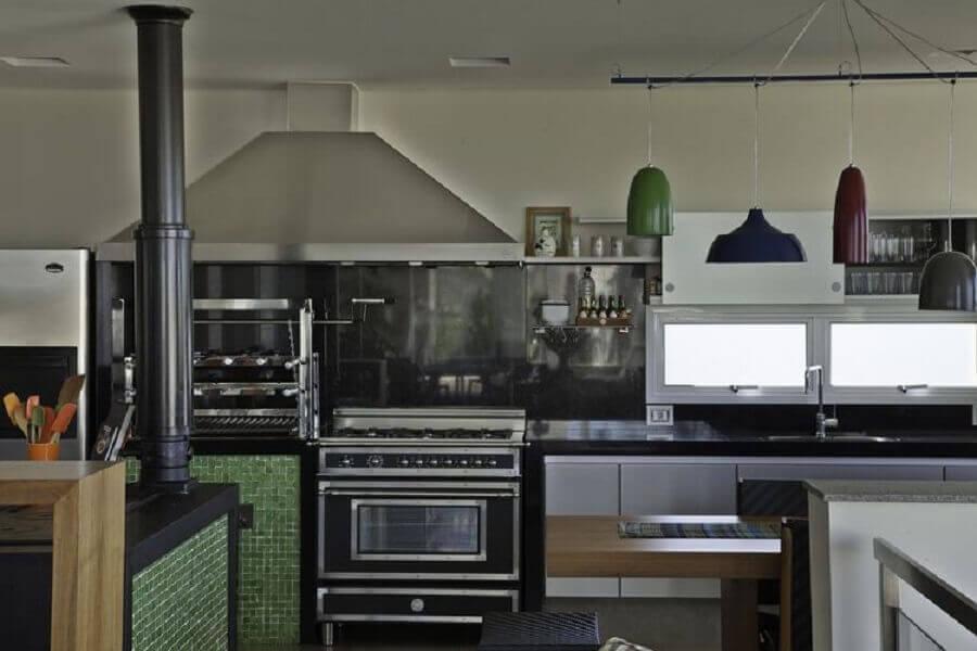 pastilha de vidro verde para cozinha planejada  Foto Construtora Dez
