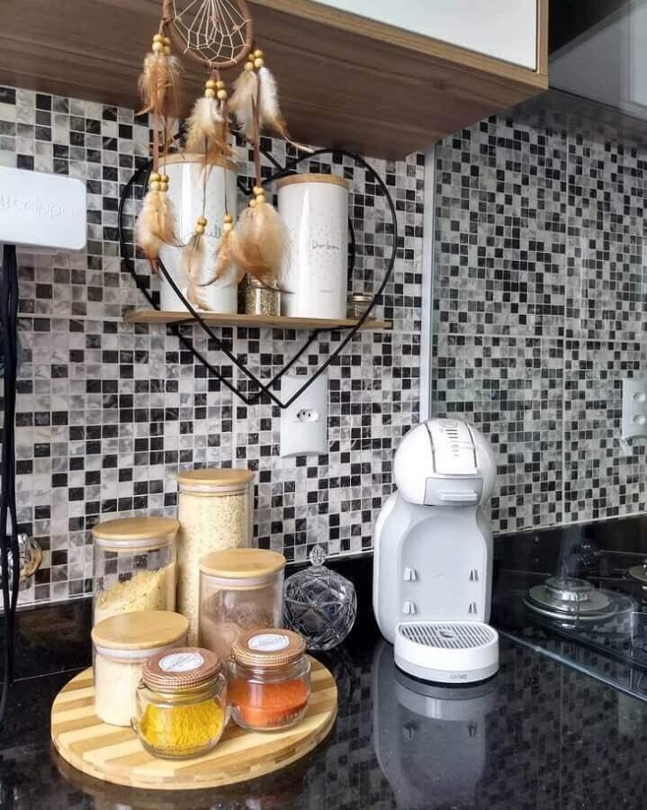 pastilhas de vidro preto branca e cinza para cozinha  Foto Apartamento Criativo