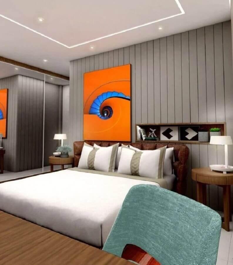 quadro em cores quentes para decoração de quarto de casal cinza moderno  Foto CB Arquitetos