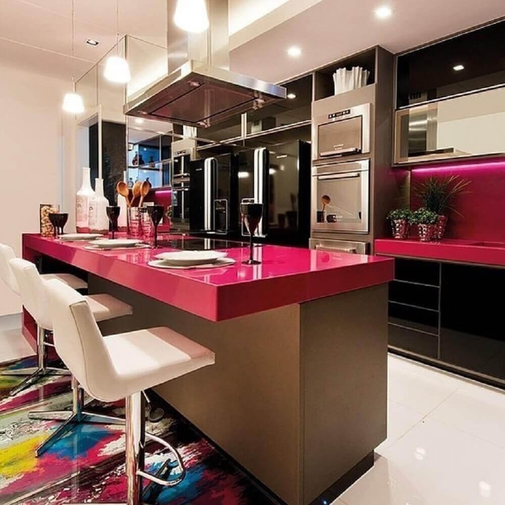 Balcão de cozinha pink encanta a decoração desse ambiente