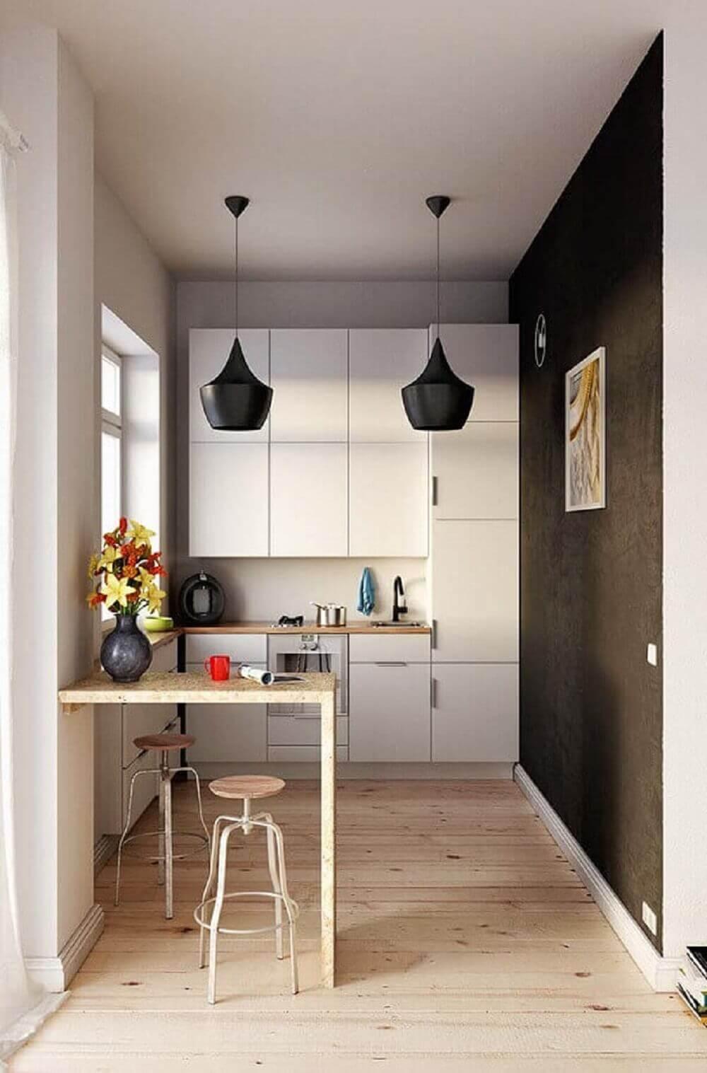 Balcão de cozinha planejada pequena feito em madeira