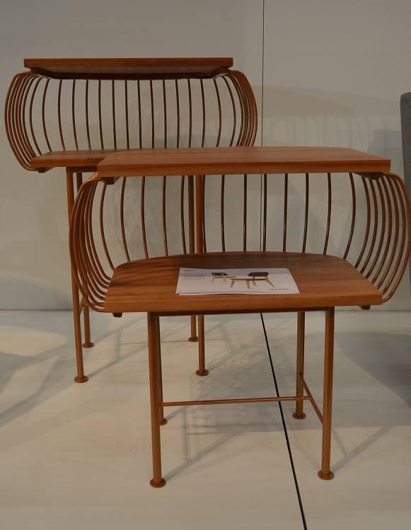 Mesas laterais Birdcage com assinatura de Menini Nicola são inspiradas em antigos móveis de jardim, da Punto Mobile.