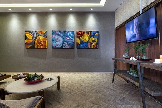Sala de estar com piso laminado Projeto de Lanna Gabrielly Souza Torres