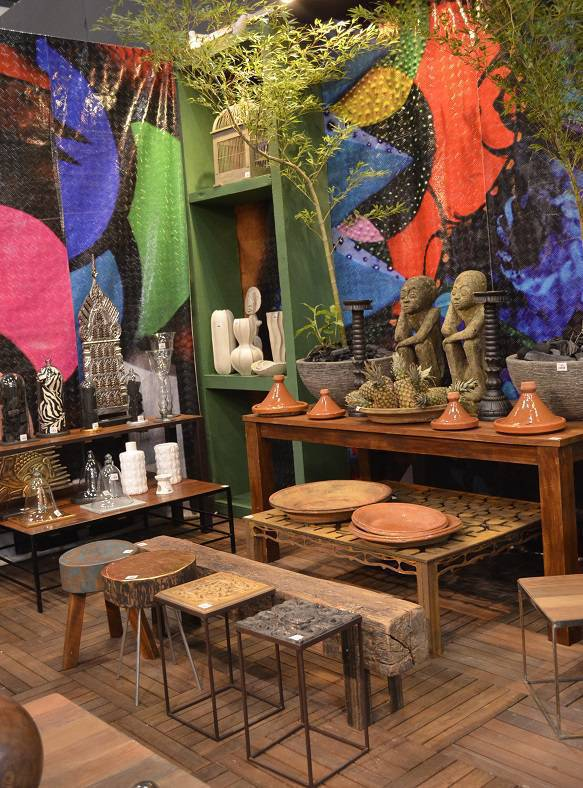 Aposte em materiais naturais, cores quentes e esculturas para trazer o étnico na decoração, da Wharehouse.