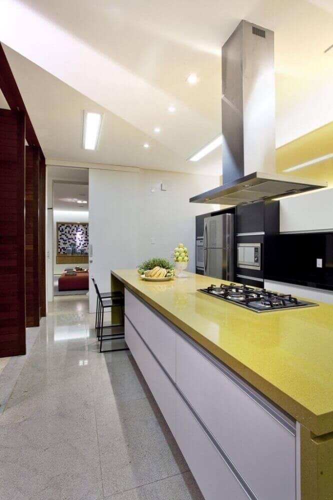 balcão de cozinha amarelo