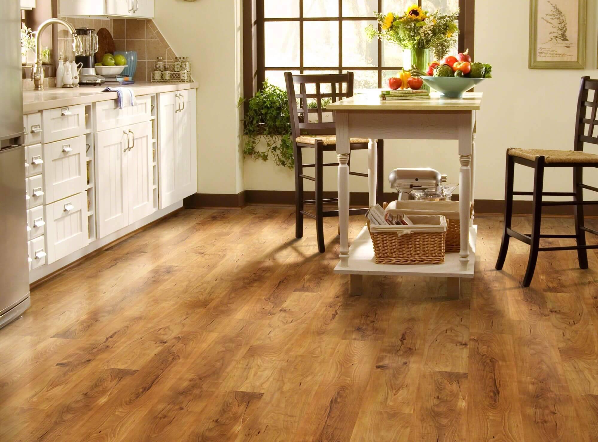 cozinha com piso laminado