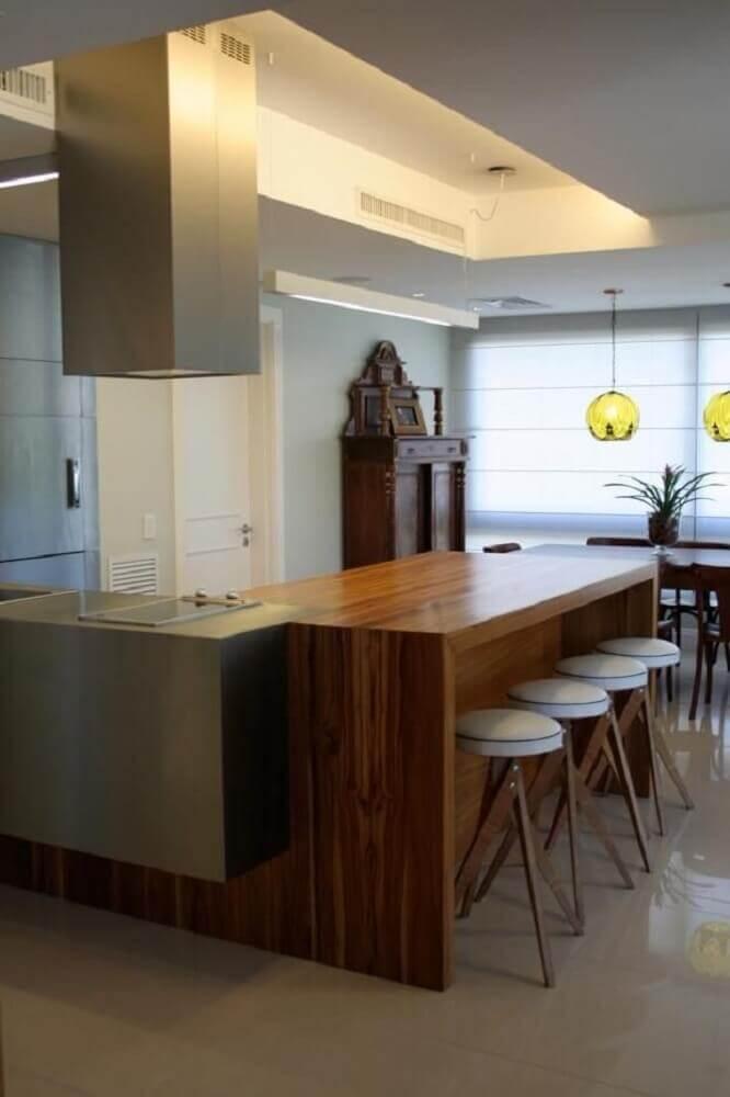 Decoração com balcão de cozinha de madeira