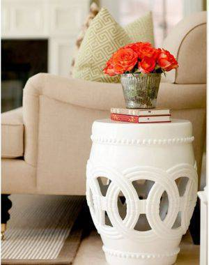 garden seat branco na sala