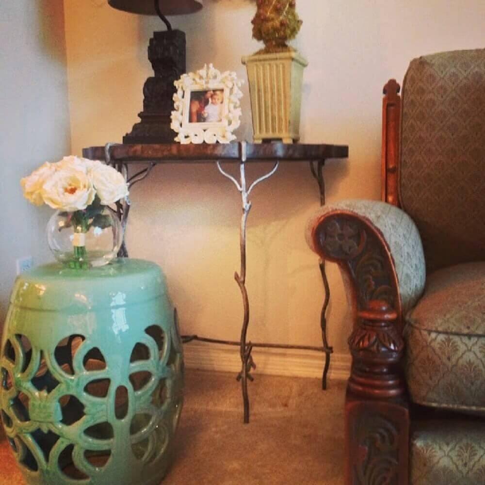 guarden seat como suporte para vasos de flores