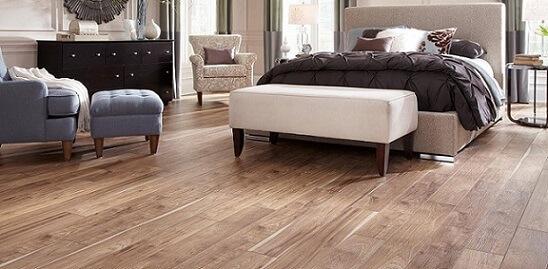 quarto-de-casal-amplo-com-piso-laminado