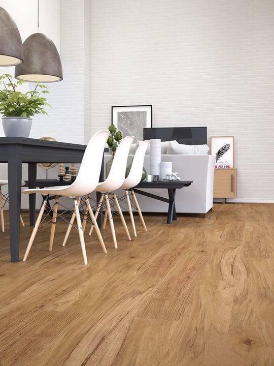 sala de estar e de jantar conjugada com piso laminado