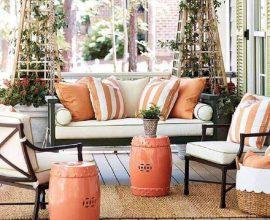 varanda decorada com seat garden laranja  Foto Ballard Designs