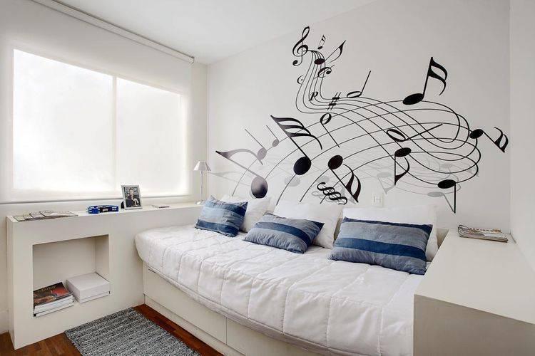 4947- quarto com adesivos de parede com partituras de music sesso dalanezi arquitetura