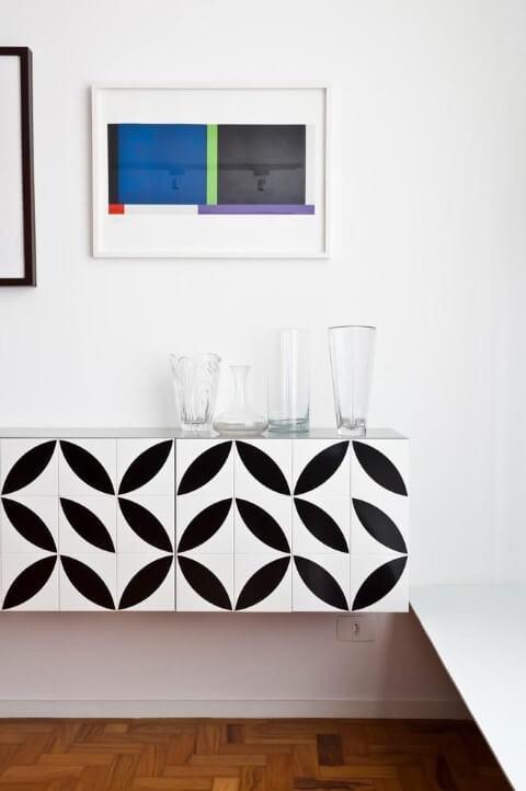 Aparador para sala de jantar branco com estampa Projeto de Tria Arquitetura