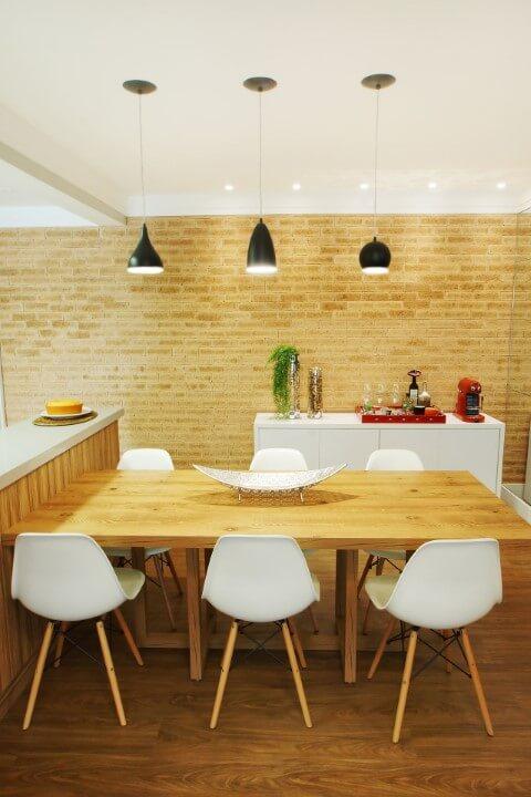 Aparador para sala de jantar branco em sala neutra Projeto de Serra Vaz Arquitetura