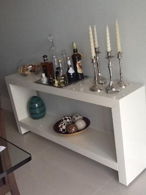 Aparador para sala de jantar branco simples Projeto de Analu Andrade