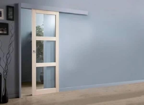 Parede de drywall com porta de madeira