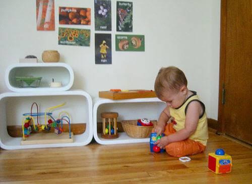 Quarto Montessoriano com nichos arredondados