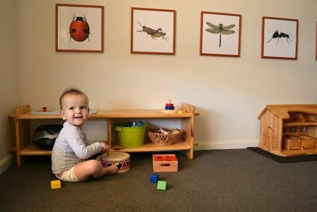 Quarto Montessoriano com quadros