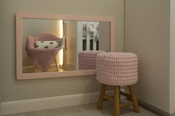 Quarto montessoriano com espelho baixo Projeto de Debora Marquardt