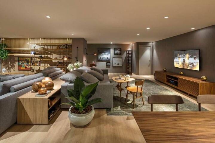 Sala de TV cinza integrada às sala de jantar e estar Projeto de Casa Cor Brasília 17