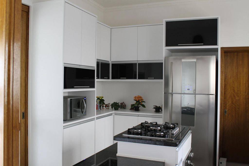 cozinha planejada com cooktop carol costa longa 32556