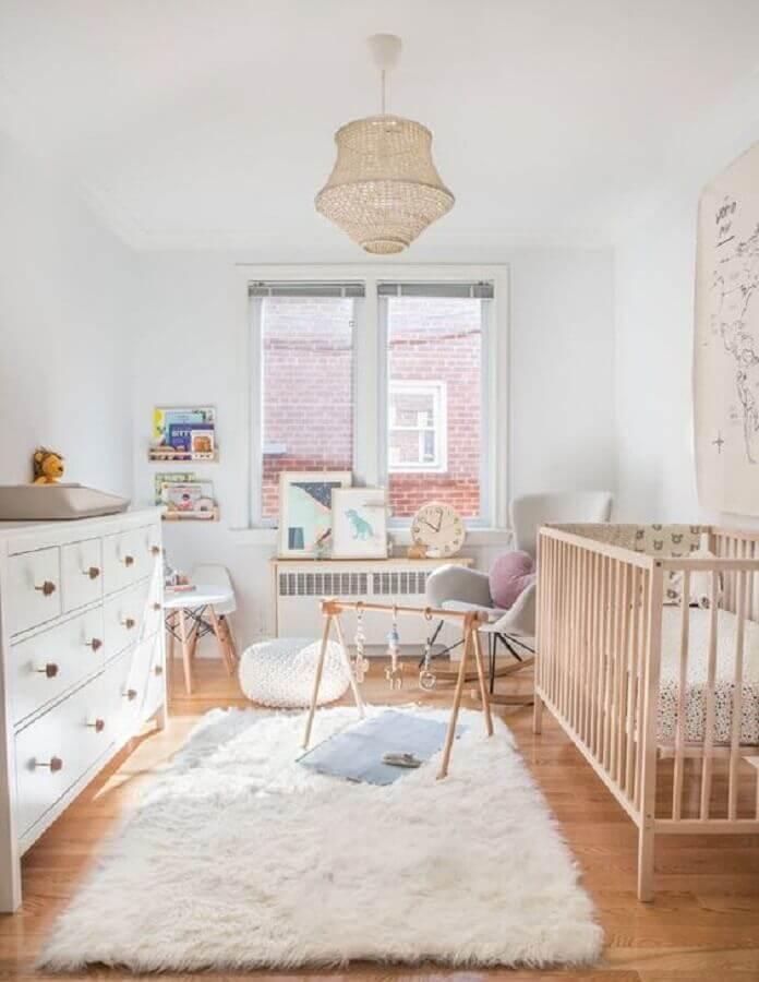 decoração clean com tapete felpudo para quarto de bebê branco Foto House & Home