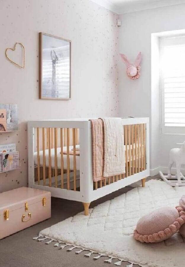 decoração com tapete para quarto de bebê menina Foto Jeito de Casa