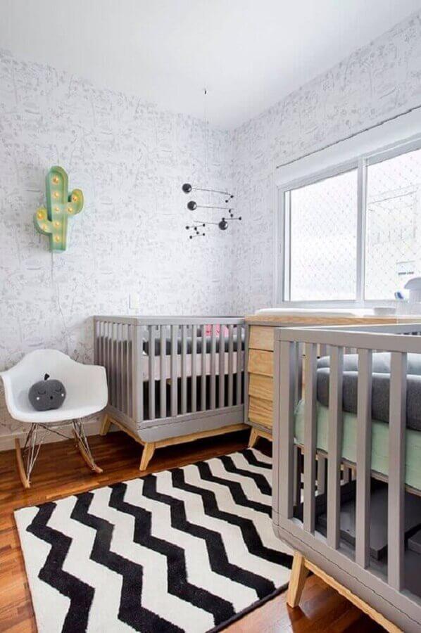 decoração com tapete preto e branco para quarto de bebê gêmeos Foto Histórias de Casa