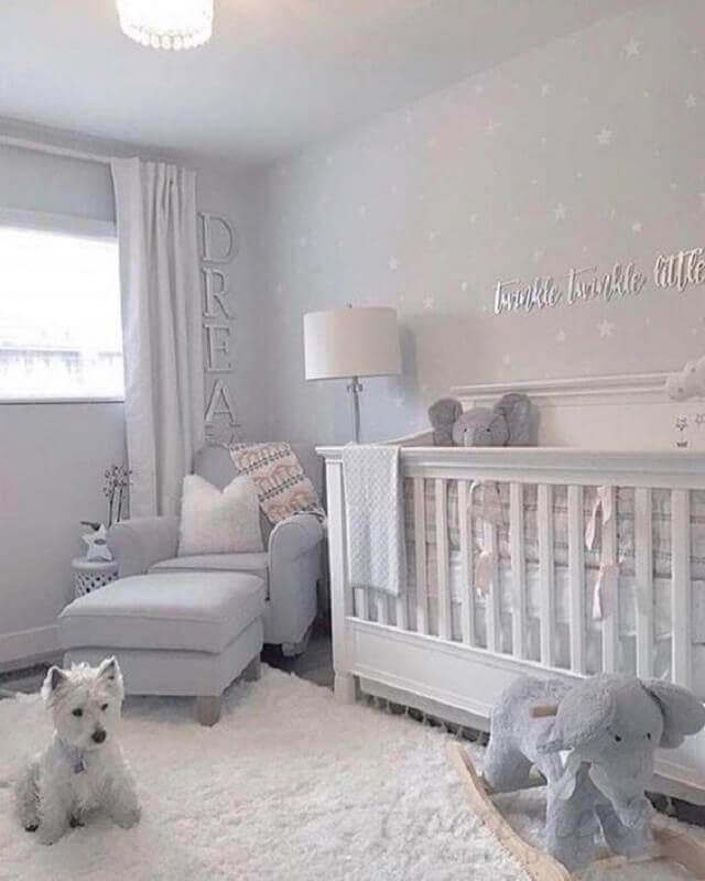 decoração com tapetes para quarto de bebê cinza claro Foto House & Home