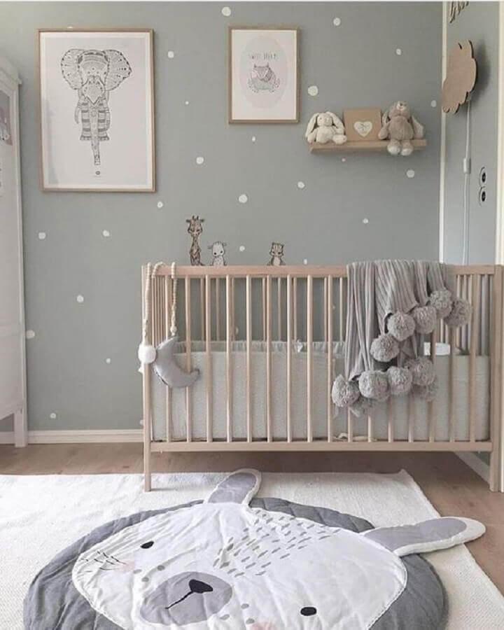 decoração divertida com tapetes para quarto de bebê cinza e branco  Foto Pinterest