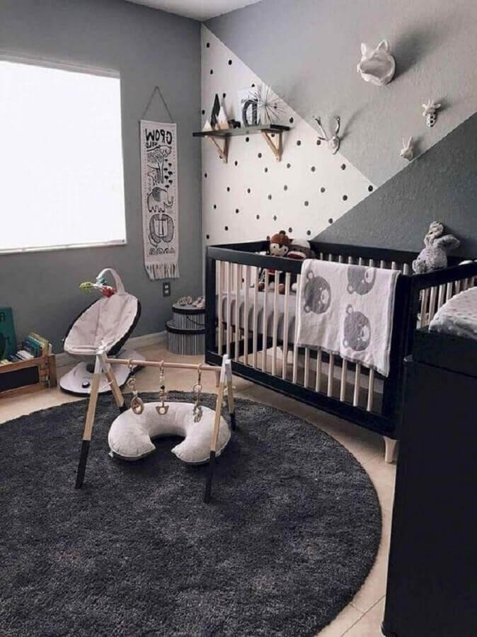 decoração em tons de cinza com tapete redondo para quarto de bebê moderno Foto Pinterest