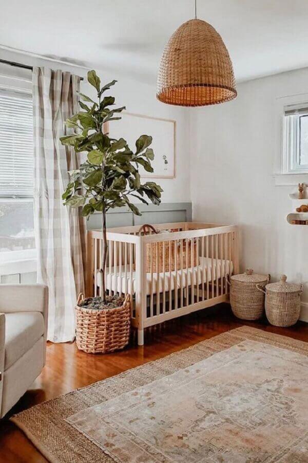 decoração simples com luminária e tapete rústico para quarto de bebê Foto House & Home