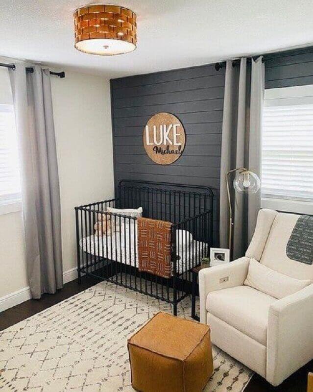 decoração simples com tapete para quarto de bebê cinza e branco Foto Project Nursery