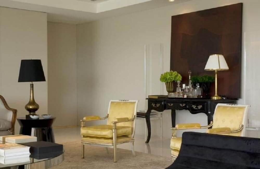 Sala de estar com aparador preto