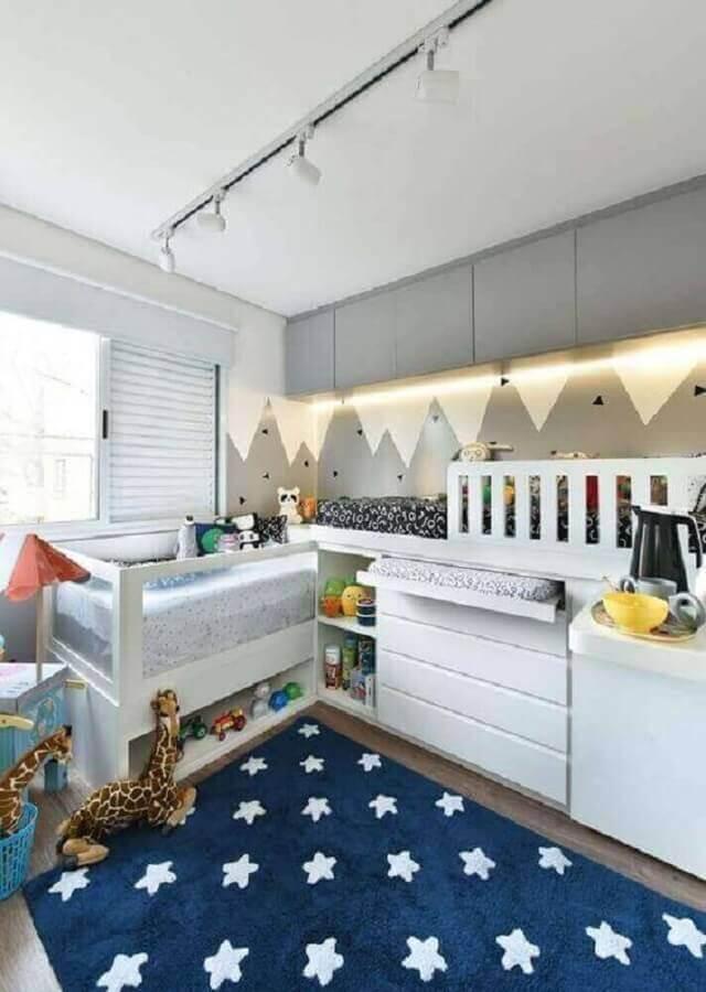 estampa de estrelas para tapete azul de quarto de bebê planejado Foto Pinterest