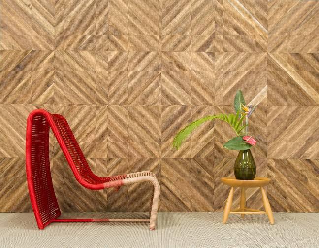As réguas ripadas de madeira em madeira teca termada ganham resistência e tornam o material indicado para áreas externas. Disponíveis em comprimentos de até 3,5 metros, podem ir do chão ao teto.