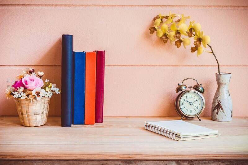 orquideas na escrivaninhas