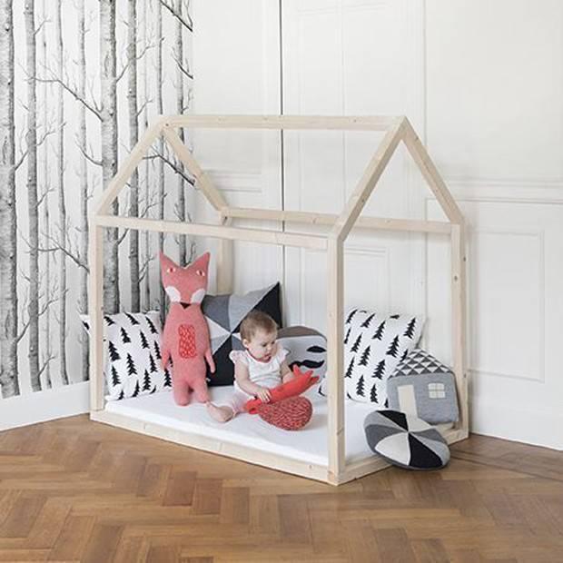 Quarto montessoriano com cama de casinha