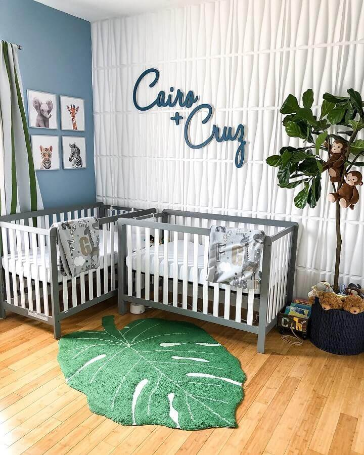 tapete em formato de folha para decoração de quarto de bebê gêmeos Foto Jeito de Casa