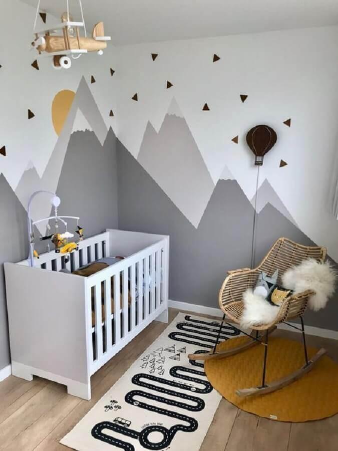 tapete para quarto de bebê decorado com montanhas cinzas na parede  Foto Pinterest