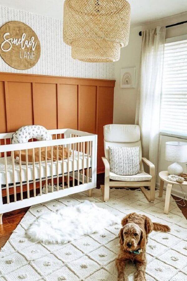 tapete para quarto de bebê simples decorado com luminária rústica  Foto Pinterest