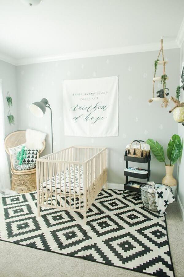 tapete preto e branco para quarto de bebê com decoração simples Foto Project Nursery