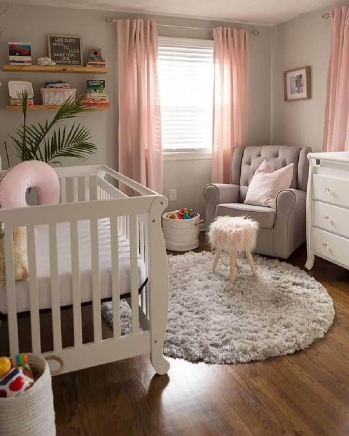 tapete redondo para quarto de bebê cinza e rosa Foto Pinterest