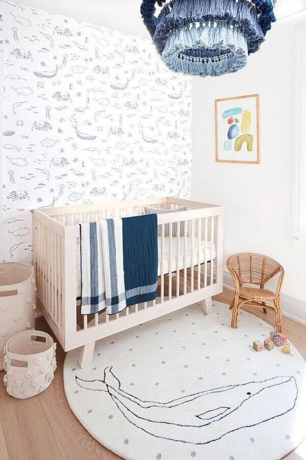tapete redondo para quarto de bebê decorado com tema baleias Foto Project Nursery