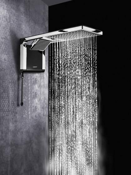 A Acqua Duo da Lorenzetti, conta com ducha direcionável e chuveiro em uma única peça. Possui comando eletrônico de temperatura e aquecimento elétrico, sendo compatível com aquecedores solares.